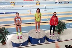 Andrea Romero en el podio como campeona.